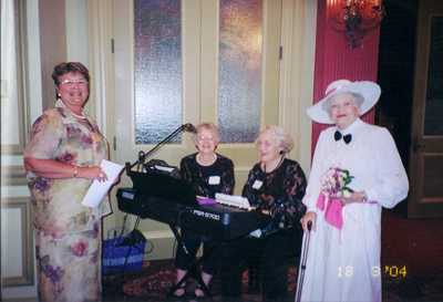 2004-narrator-barbara-tatham-mimis-church-friends-musicians-vonda-and-her-sister-and-president-mimi-straub