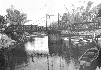 1911-swing-bridge-over-estero-river