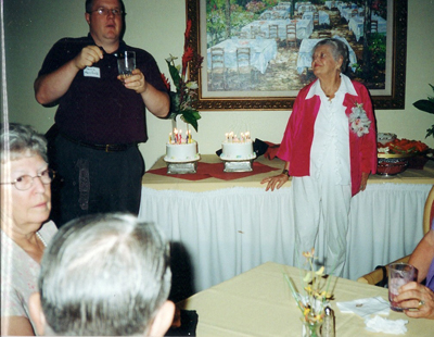 2002-fire-chief-dennis-merrifield-lead-happy-pirthday-to-mimi