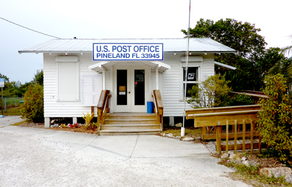 us-post-office-on-pine-island