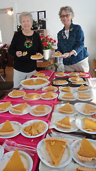 lots-of-pies-for-the-holiday-lunch