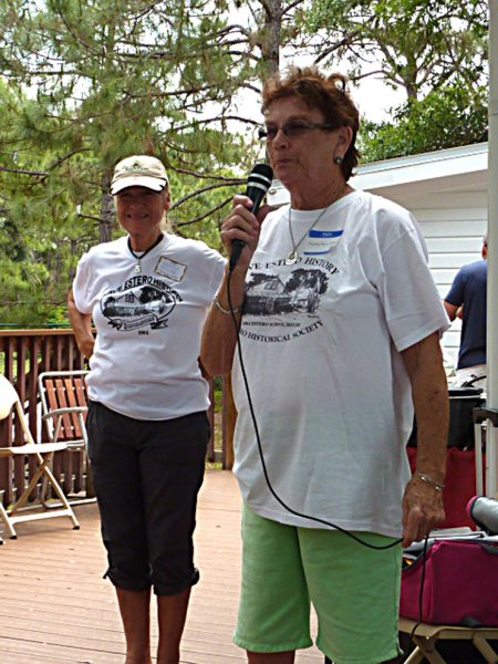 Carolyn Fischer (background) and Dorothy Evrard